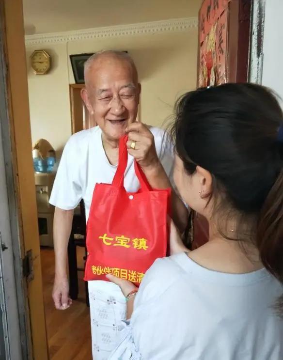 闵行:冬日里的暖阳!关爱老人,爱心志愿者在行动3.jpg